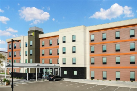 hotels near austin airport with free parking